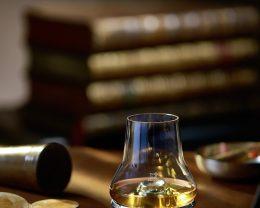 ウイスキー好きの方に贈る、ウイスキーの香りを愉しむ専用グラス